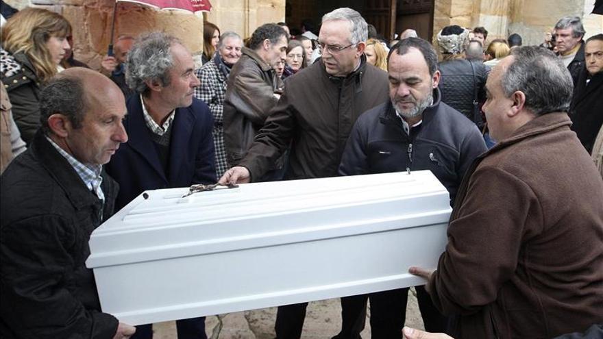 La madre de la bebé asesinada en Vitoria se recupera ya en un hospital de Burgos
