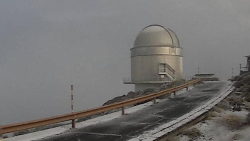 Tercera nevada del año en La Palma: una fina capa blanca cubre las  cumbres