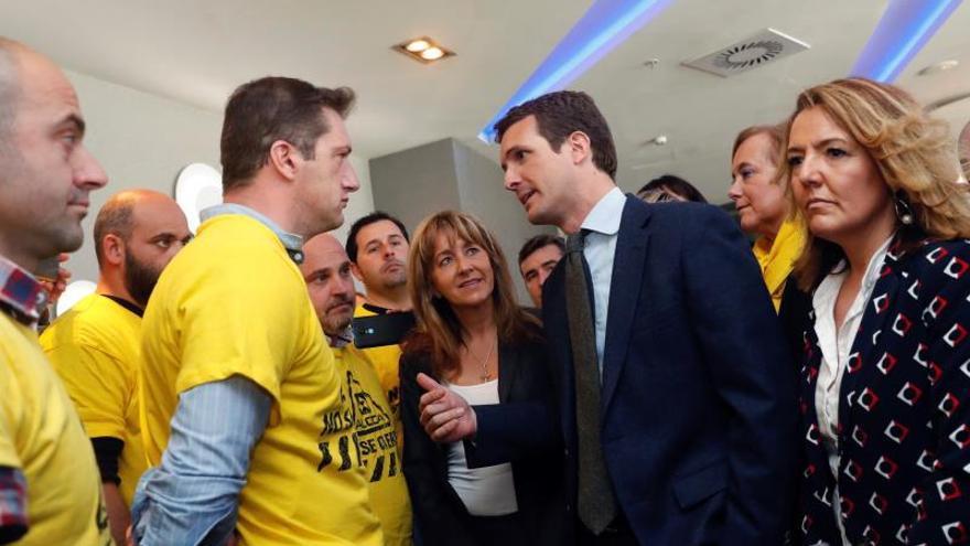Casado se reúne con el comité de Alcoa en Avilés en el arranque de campaña
