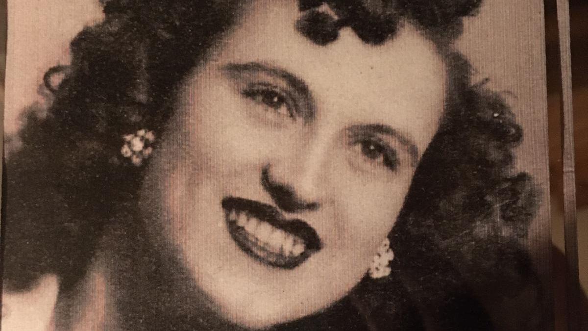 Araceli joven en una foto del álbum familiar.