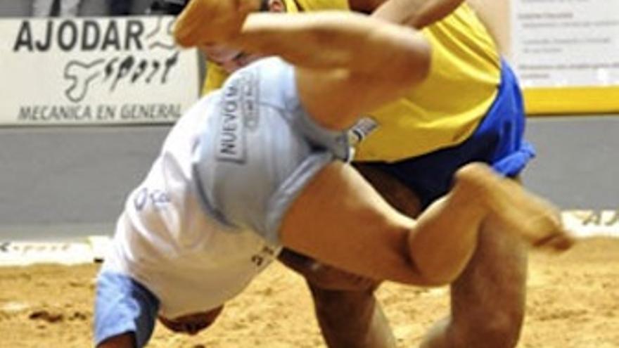 Luchada entre el Santa Rita y el Unión Gáldar. (Luis Díaz)