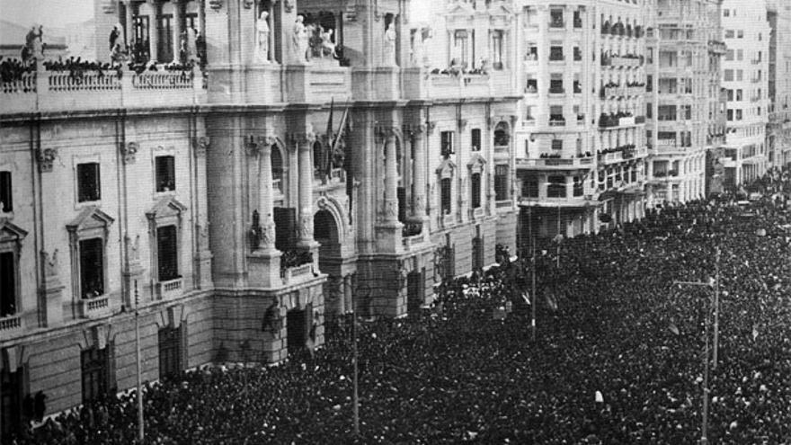 Imagen del Ayuntamiento de Valencia durante la Segunda República