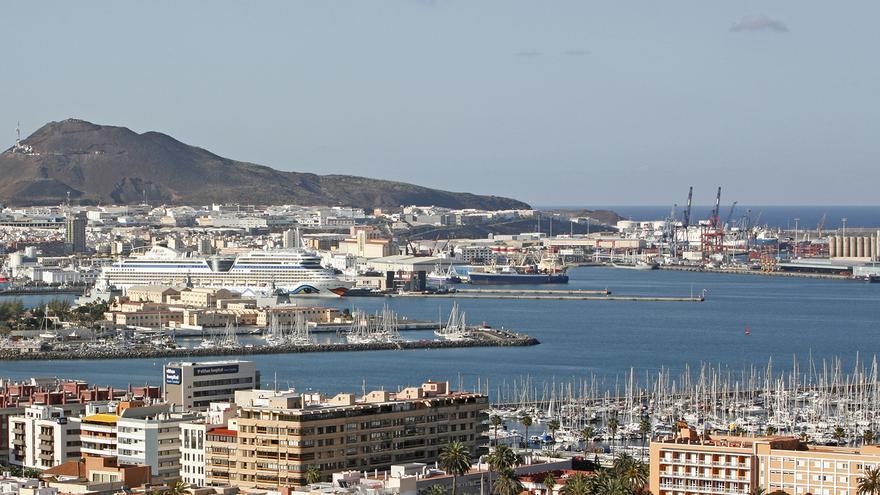 Vista general del puerto de La Luz y de Las Palmas (ALEJANDRO RAMOS)