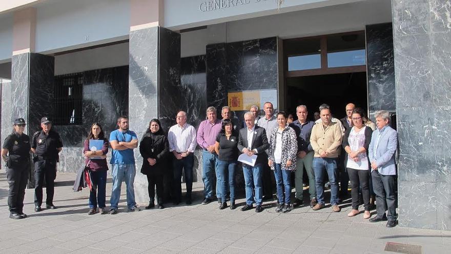 El Cabildo de La Palma y la Dirección Insular de la Administración General del Estado en la Isla han realizado conjuntamente un acto de recuerdo de las víctimas de violencia de género.