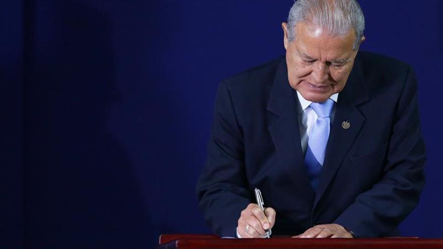El presidente de El Salvador anuncia apertura de embajada en Bolivia