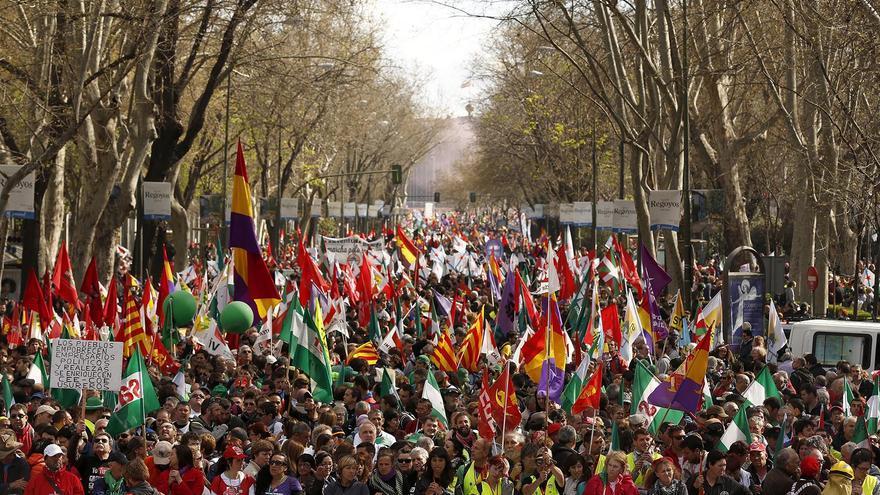Miles de personas llenan las calles desde Neptuno hasta Atocha / Olmo Calvo