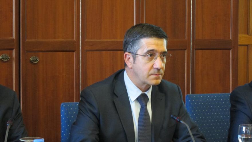 López anuncia que el PSE presentará una propuesta legislativa para que el Parlamento vasco decida el sistema fiscal