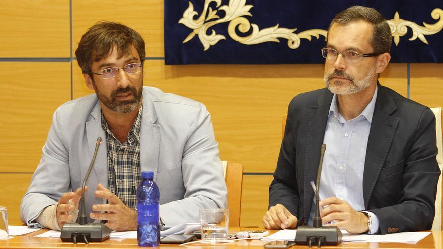 El presidente del Cabildo de Lanzarote, Pedro San Ginés, y el del Cabildo de Fuerteventura, Marcial Morales
