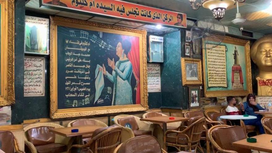 Umm Kulthum, la diva tras las gafas de sol aún se esconde en El Cairo
