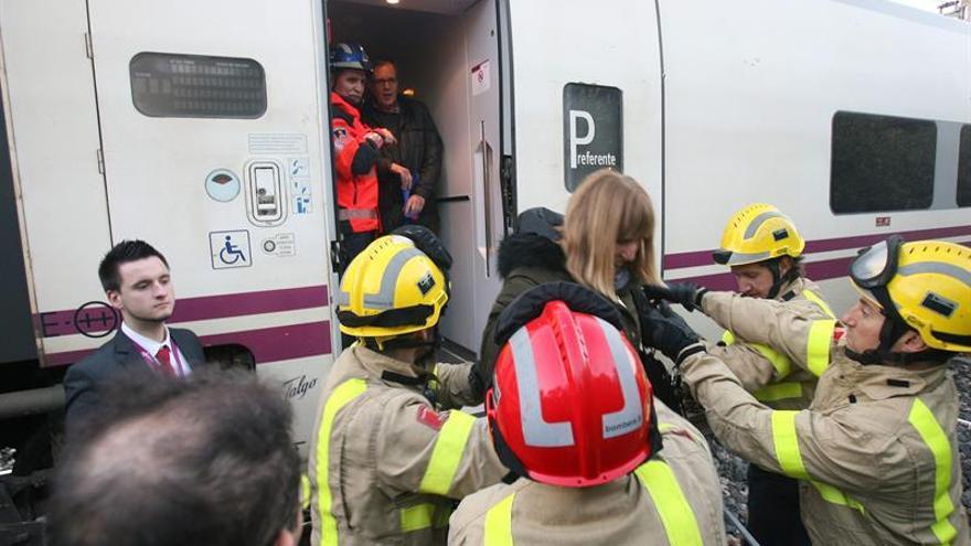 Un tren averiado en Tarragona con 250 pasajeros reanuda el viaje dos horas y media después
