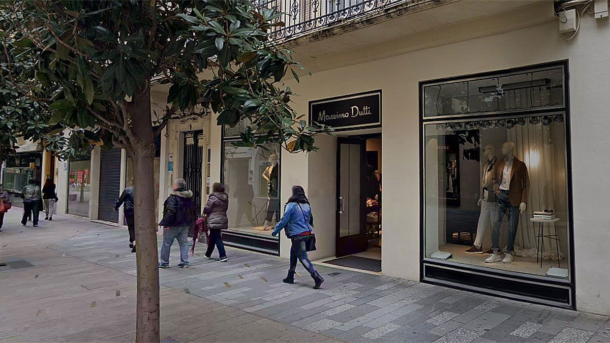 Fachada de Massimo Dutti en la calle Cruz Conde.