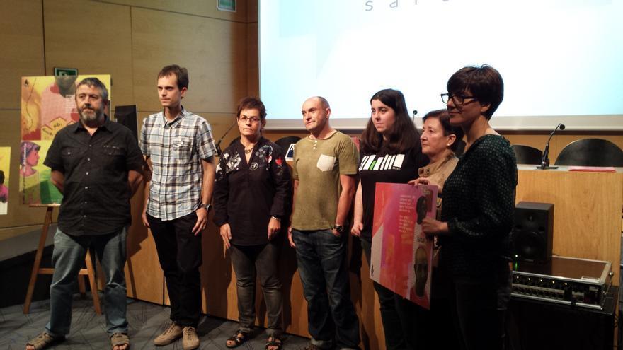 Representantes de SOS Racismo Gipuzkoa y de los ayuntamientos que integran la red 'Zurrumurruez!'