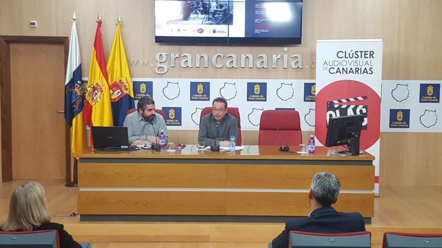 El consejero de Desarrollo Económico del Cabildo de Gran Canaria, Raúl García Brink, y el presidente del Clúster Audiovisual de Canarias (CLAC), José Ángel Alayón, presentaron el curso.