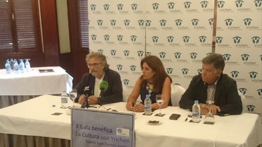 El presidente de Yrichen Jorge Hernández, la alcaldesa de Telde Carmen Hernández y el presidente del Círculo Cultural de Telde, Máximo Rioll