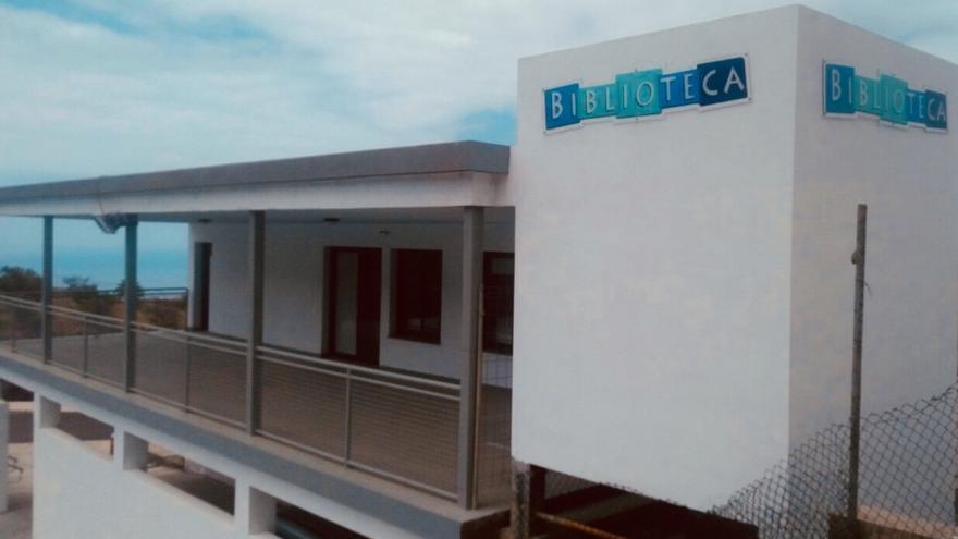 Fachada de la Biblioteca Maestra Adela de La Punta.