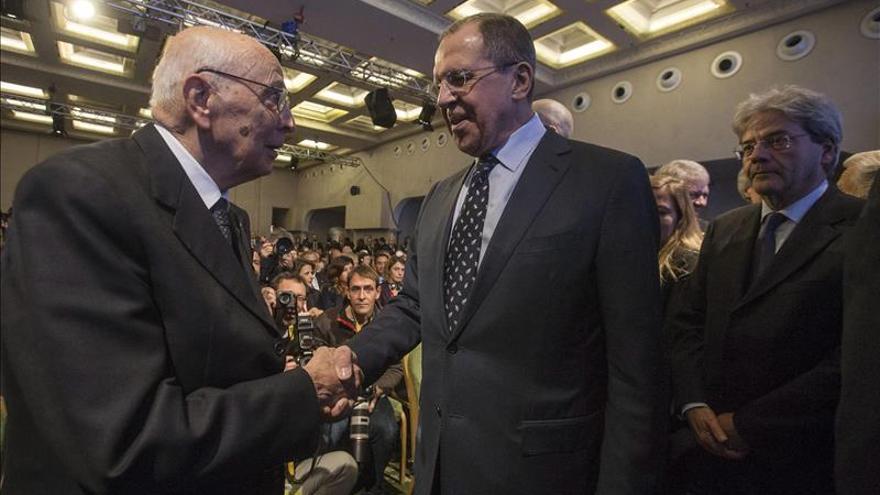 """Lavrov cree """"esencial"""" apoyar al ejército sirio para derrotar al EI"""
