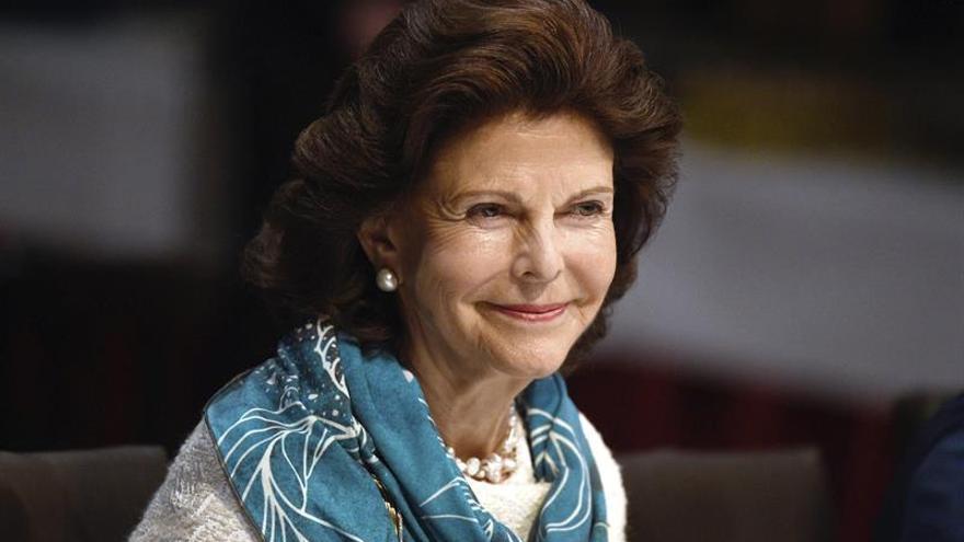 Ingresan a la reina Silvia de Suecia en un hospital de Estocolmo por mareos