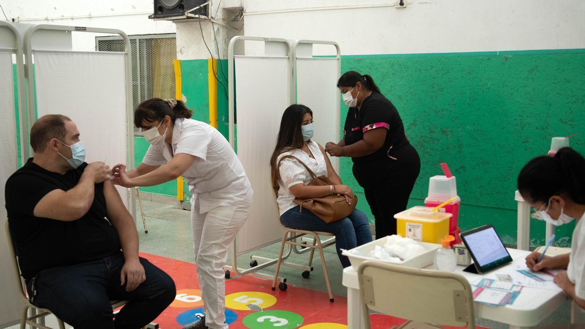 Vacunatorio en el Gran Buenos Aires. Los municipios de la provincia, con su propio ritmo.