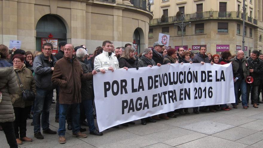 Los sindicatos de la Administración piden al Gobierno foral que en 2016 se abone la extra pendiente de 2012