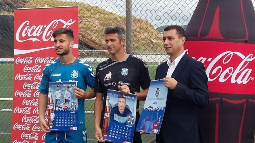 Presentación del calendario del CD Tenerife con el patrocinio de Coca Cola / Foto del club en Twitter