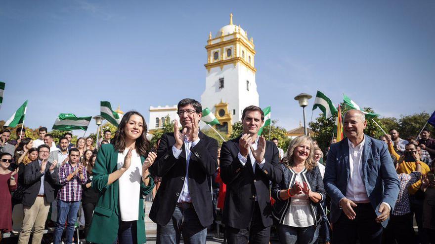 El candidato de Cs, Juan Marín, acompañado de Rivera, Arrimadas e Imbroda en un mitin en Sevilla.