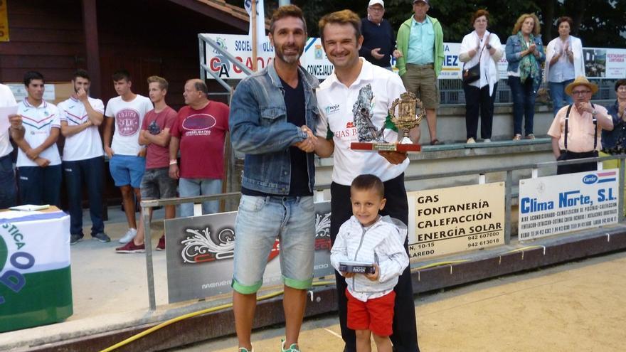 Óscar González, de Hermanos Borbolla, gana por sexta vez el Trofeo Villa de Laredo de Bolo Palma