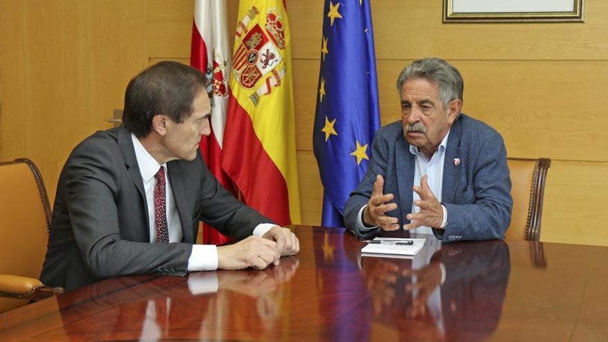Gobierno cántabro y Liberbank estudian poner en marcha proyectos conjuntos de colaboración