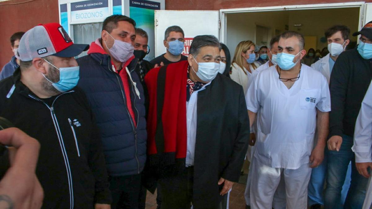 Mario Ishii, al ser dado de alta tras 12 días internado por coronavirus.