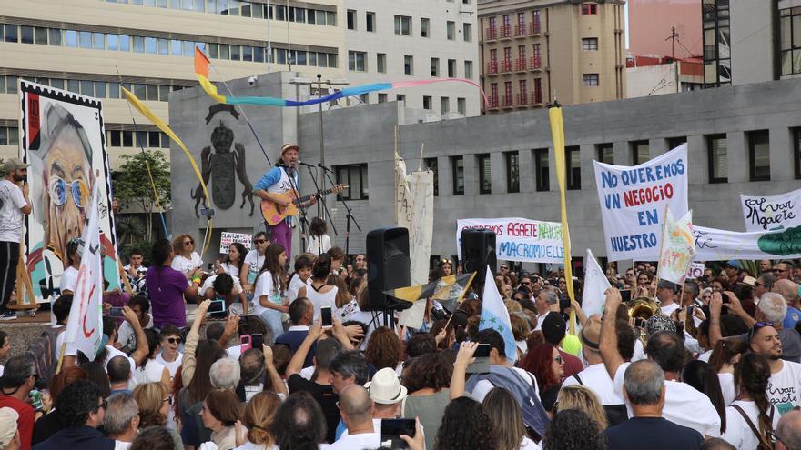 Arístides Moreno en la manifestación contra el macromuelle de Agaete.