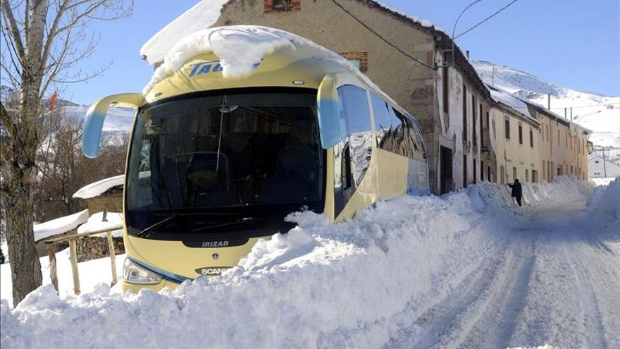 Adiós al temporal, pero la nieve todavía complica el tráfico en el norte