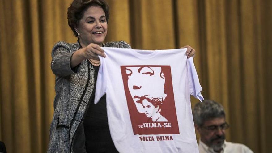 """Rousseff dice que el segundo acto de los """"golpistas"""" es frenar la candidatura de Lula"""