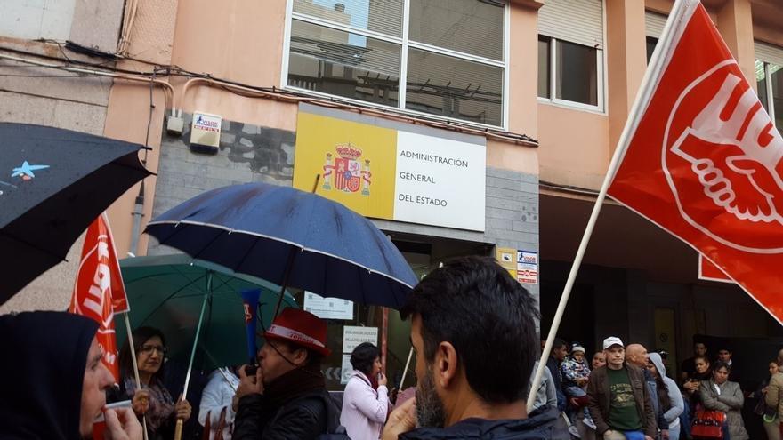 Protesta de este lunes en Santa Cruz, por fuera de la sede de la Inspección de Trabajo