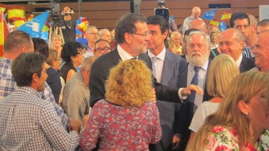 """Rajoy llama a mantener el rumbo del PP porque España no está """"para ocurrencias"""""""