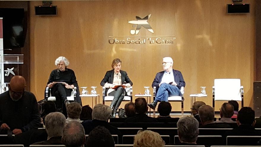 Una de las mesas de diálogo entre Josep Maria Fradera y Bartolomé Clavero, moderado por Esther Vera