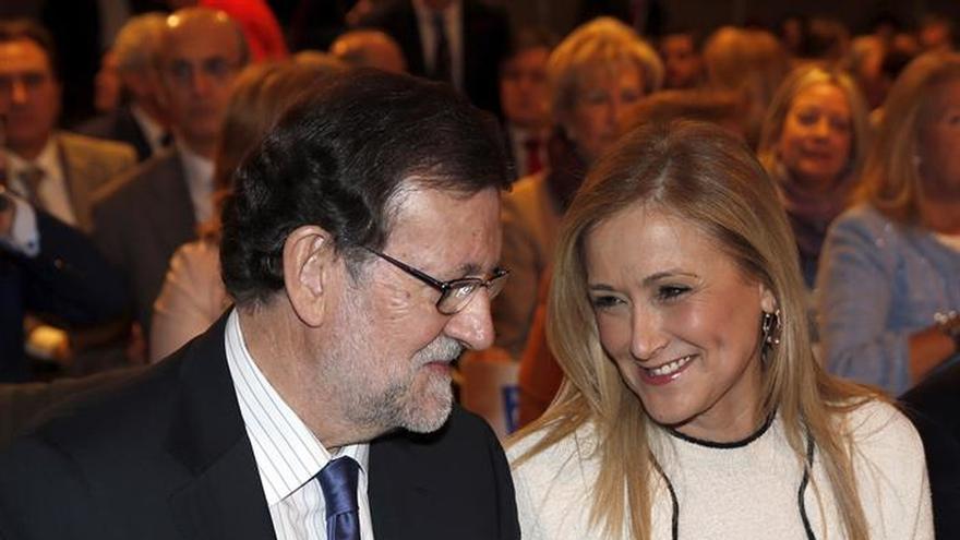 Cristina Cifuentes, presidenta de la gestora del PP de Madrid y de la Comunidad, junto a Rajoy.