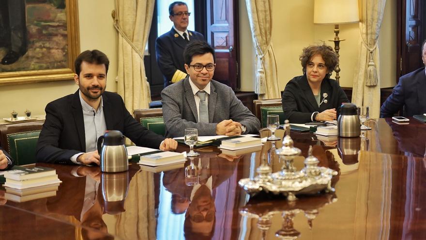 Gloria Elizo, Gerardo Pisarello y Javier Sánchez Serna, los tres representantes de Unidas Podemos en la Mesa del Congreso.