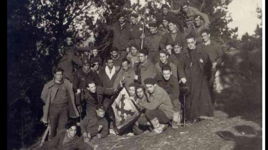 Batallón de requetés en el frente durante la Guerra Civil.