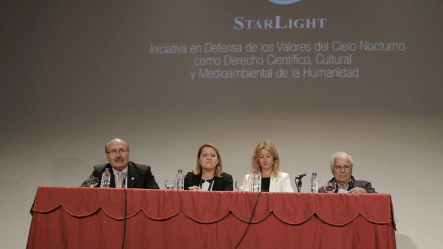 El congreso multidisciplinar internacional Preservando el cielo, organizado con motivo del 10º aniversario de la Declaración Starlight de La Palma, ha dado comienzo este miércoles el Teatro Circo de Marte de Santa Cruz de La Palma.