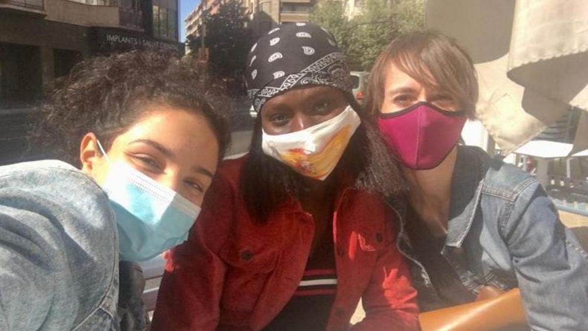 La Sabrina, la Nami i la Meri, membres d'un tàndem de Lleida, el dia que es varen conèixer.
