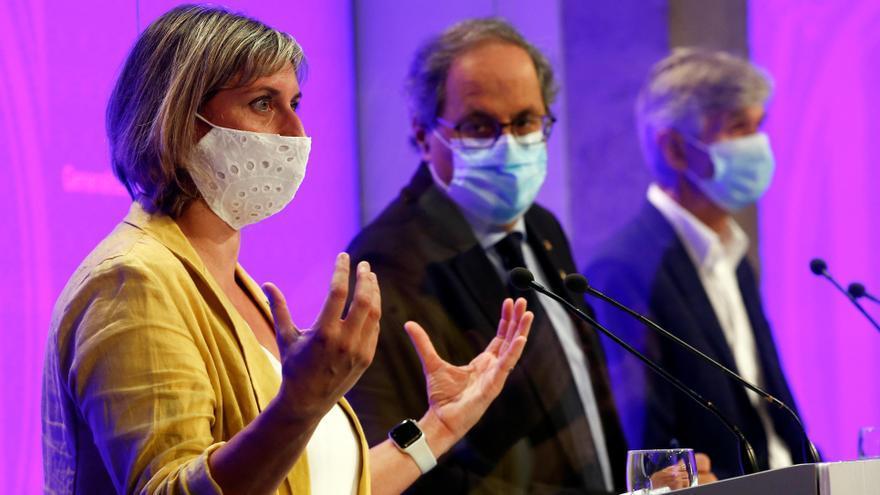 El presidente de la Generalitat, Quim Torra(c) acompañado de la consellera de Salud, Alba Vergés (i) del secretario de Salud Públia, Josep Maria Argimon (d) durante la rueda de prensa.
