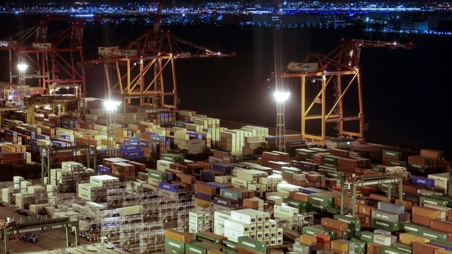 Japón registró en febrero un superávit comercial de 6.000 millones de euros