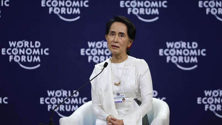 Suu Kyi defiende la condena a prisión de los dos periodistas de Reuters