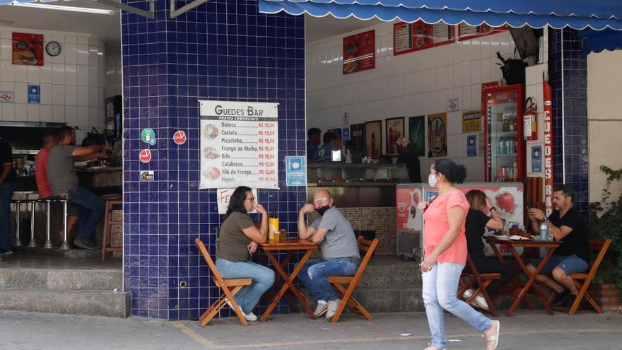 Brasil suma 3.086 muertes diarias por covid y el total sobrepasa las 395.000