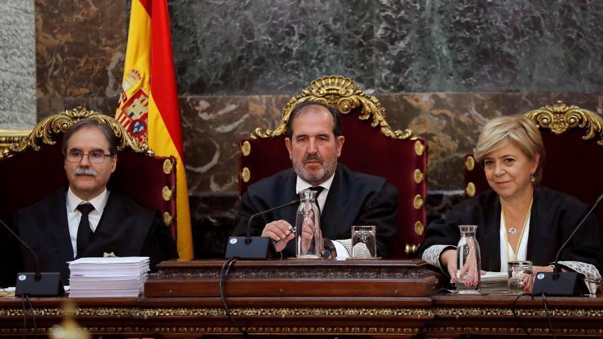 Los magistrados Andrés Martínez Arrieta (c), Andrés Palomo (i) y Ana Ferrer durante la vista pública del caso 'la manada' en el Tribunal Supremo