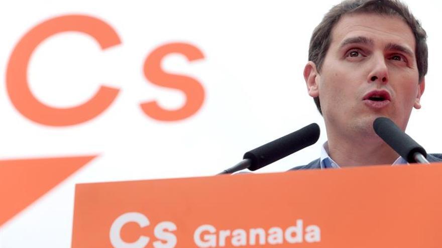 """Rivera dice que si el PNV pone """"en jaque"""" las cuentas de 2018, el PSOE debe abstenerse"""