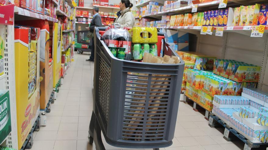 Las familias españolas pueden ahorrar 836 euros al año en la cesta de la compra, un 22% menos
