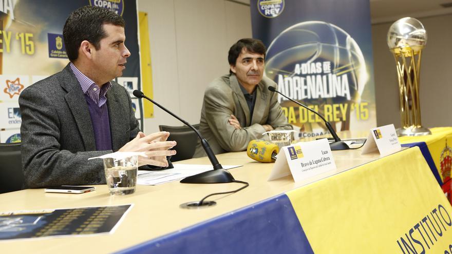 Lucas Bravo de Laguna y Gerard Freixa en la presentación de la gira de promoción #LaCopaEnMiIsla   ACB/M. Henríquez.