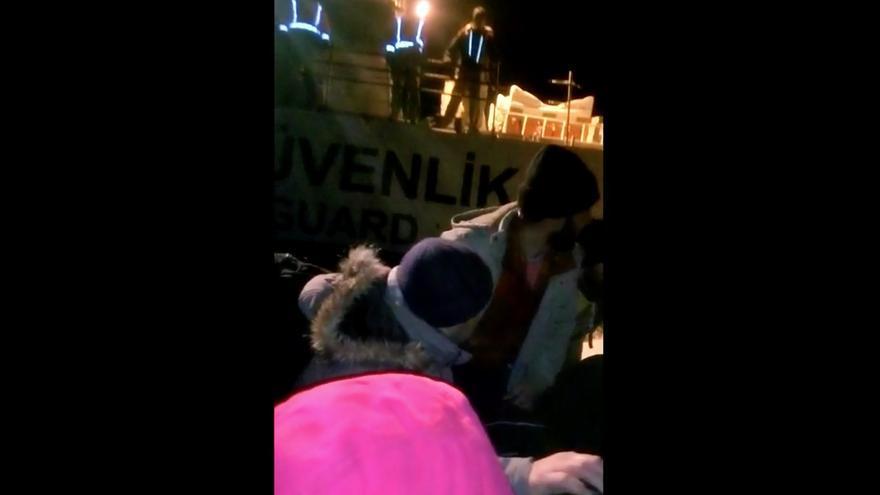 Fotograma del vídeo sobre la actuación de los guardacostas turcos