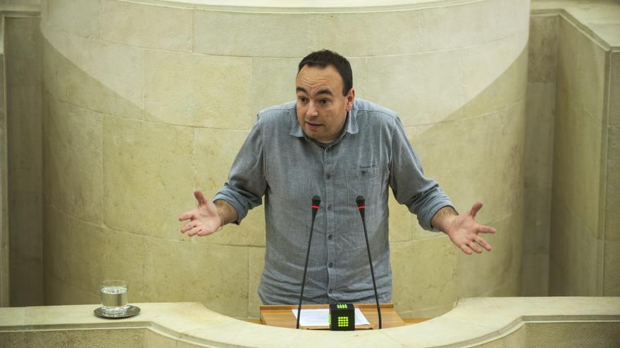 José Ramón Blanco, diputado de Podemos Cantabria. | JOAQUÍN GÓMEZ SASTRE
