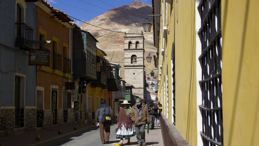 El Cerro vigila desde lo alto. La montaña se muestra omnipresente en toda la ciudad de Potosí. Viajar Ahora